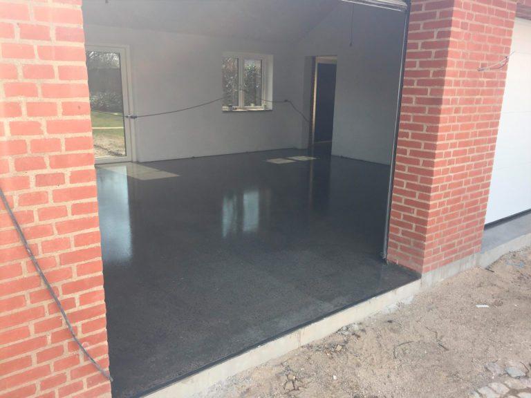 Poleret beton, garage