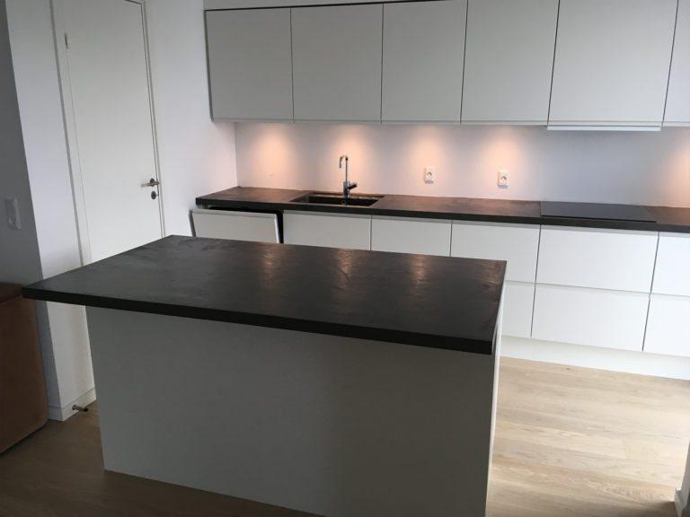 Microcement, køkken med indbygget lys