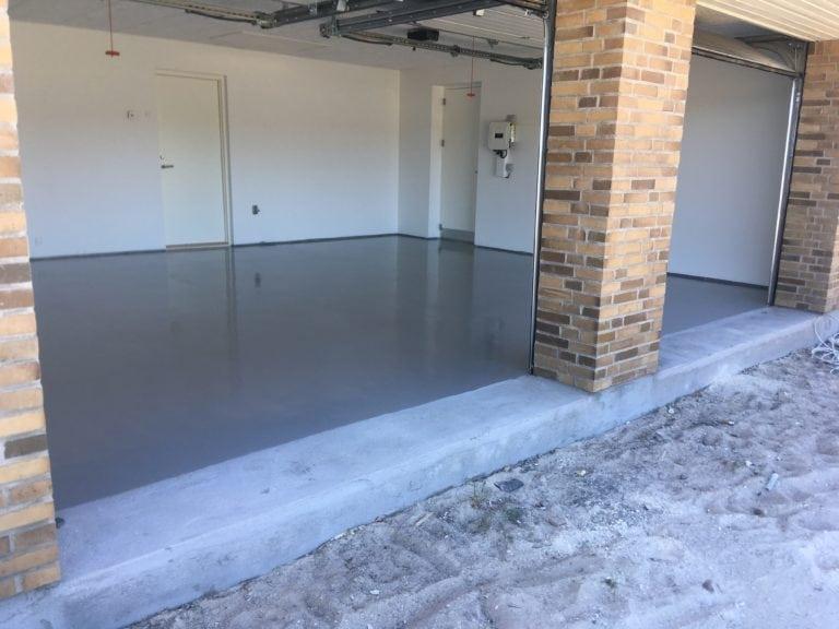 Epoxy gulv, garage med murstens stolpe