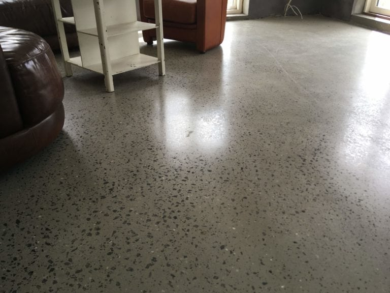 Poleret beton i stue.