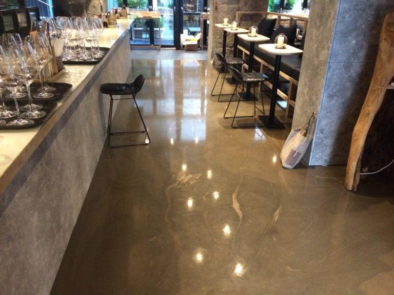 Design gulve, restaurant med bar stole