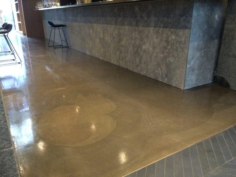 Design gulve, restaurant med en enkelt stol