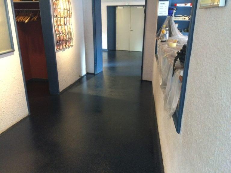 Color kvarts gulve, mørke blåt gulv i mellemgang