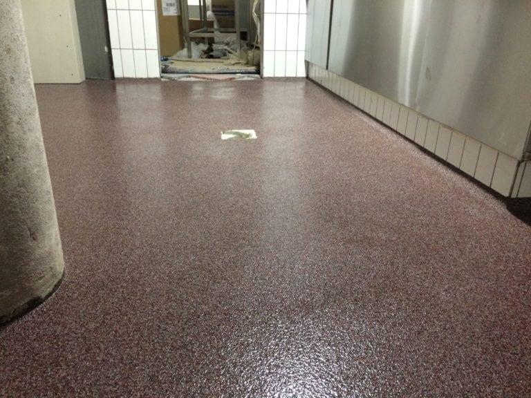 Color kvarts gulve, mørke rødt gulv
