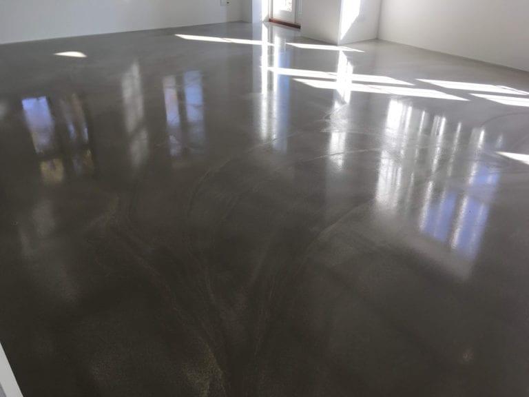 Poleret beton, sollys på poleret gulv